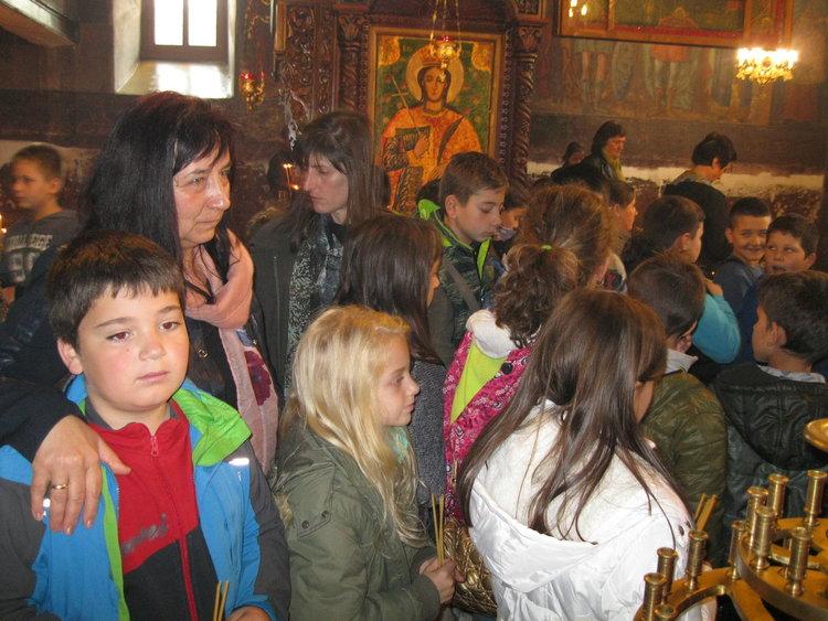 """Неделното училище в """"Света Неделя"""" откри учебната година на Димитровден"""