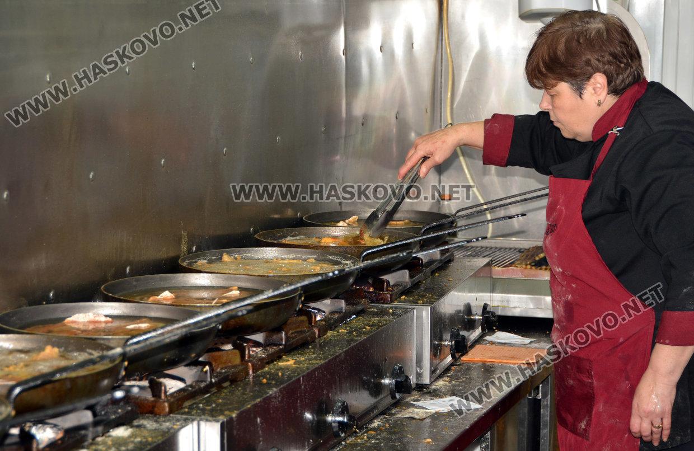 8ec81464f2c Ресторант пържи 300 килограма шаран за Никулден - Haskovo.NET