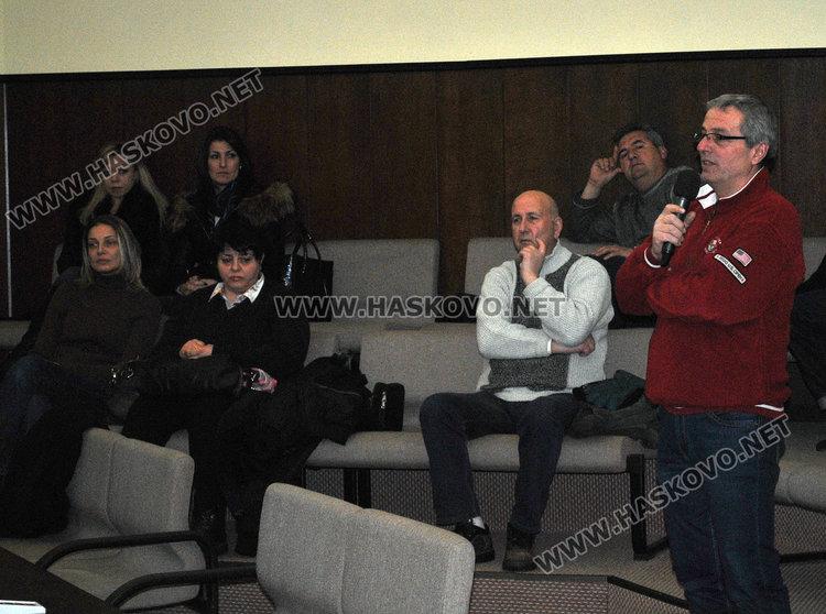 Димчо Йорданов взема думата, за да поиска възстановяване на Народния оркестър