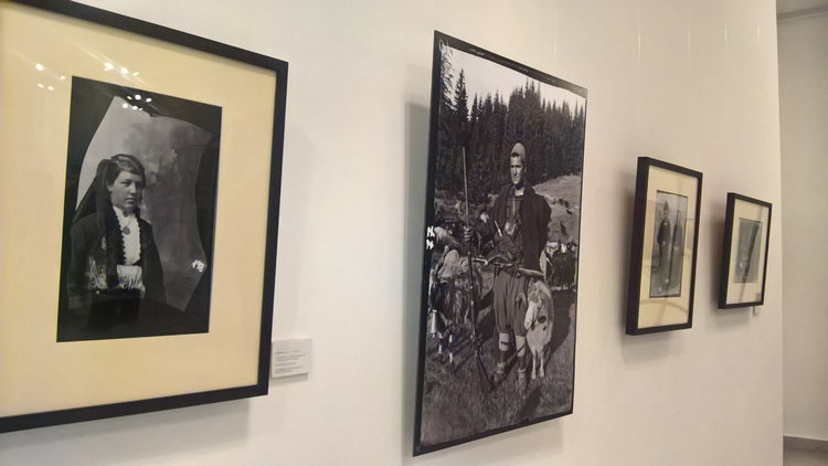 Откриха изложба на Крум Савов