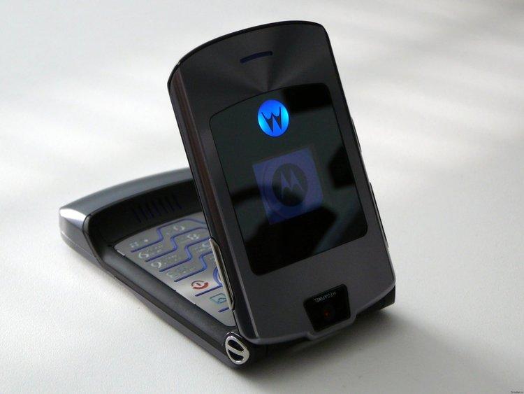 Още един легедарен GSM ще възкръсне - Motorola RAZR V3