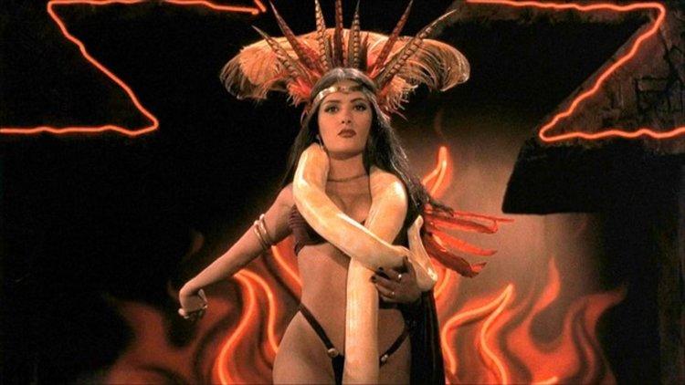 Салма Хайек - танц с питон (видео)