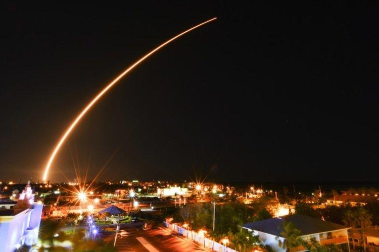 """""""Спейс екс"""" успешно изведе в орбита спътника """"Ехо стар"""""""