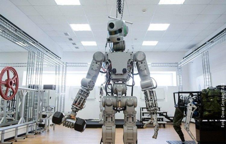 Руският робот-терминатор стреля с две ръце (видео)