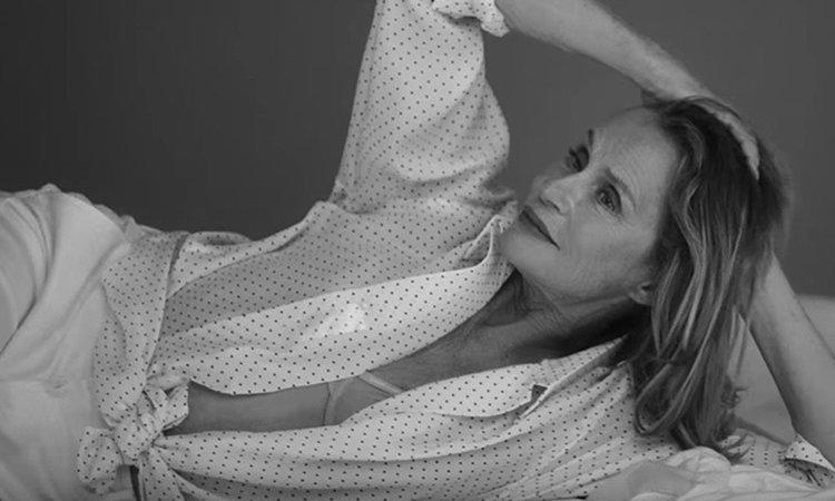 73-годишна позира в секси фотосесия на Calvin Klein (видео)