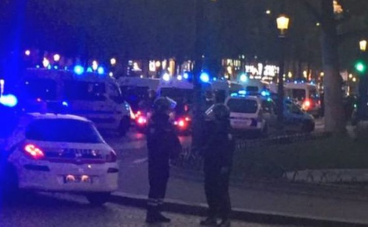 Стрелба с Калашников в Париж, има убит полицай