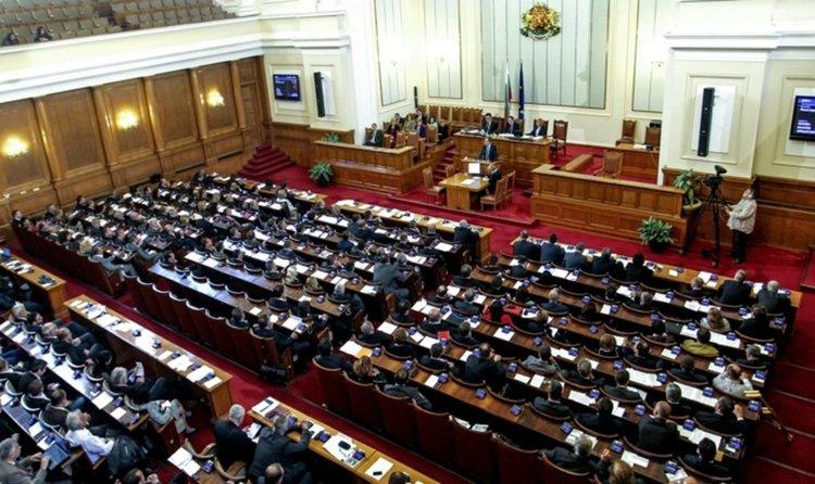 Парламентът нищи урана във водата на Хасково, Йончева обвини ГЕРБ