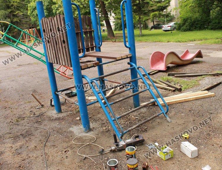 Недоволстват от монтирането на стара пързалка в димитровградски парк