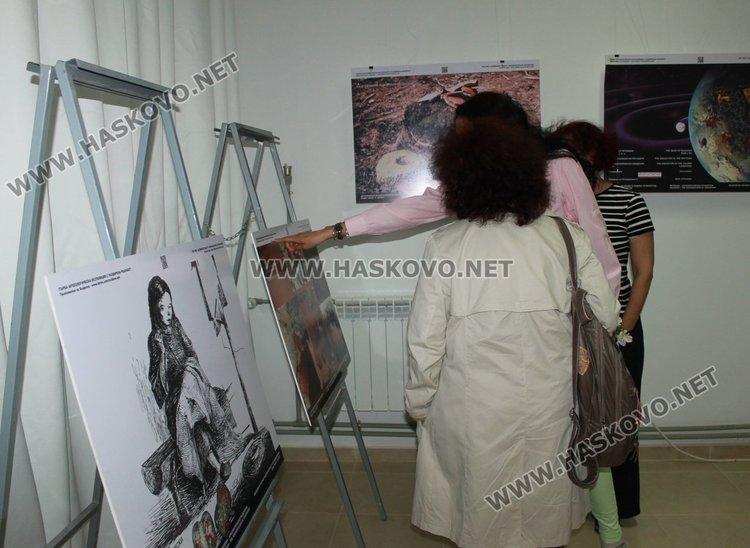 Eлектронен гид разведе посетителите на мобилната археологическа изложба в Димитровград