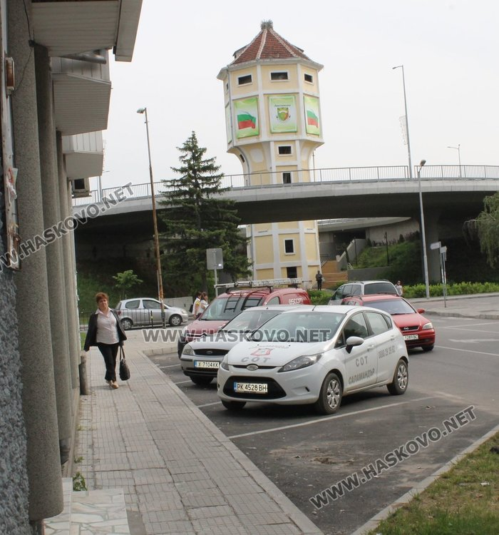 """Синята зона се отнася и за пресечката на бул.""""Благоев"""" с ул.""""Р.Ролан"""""""