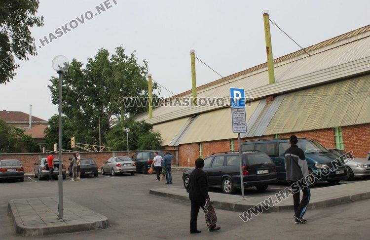 """Паркингът зад ресторант """"Москва"""" в Димитровград вече е с платено паркиране"""