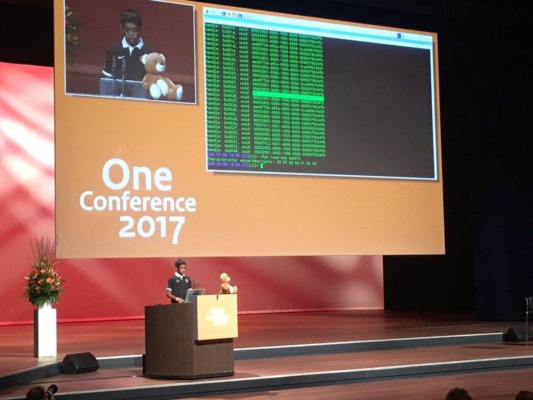 11-годишен хакна смартфон на ИТ конфереция и ...плюшено мече