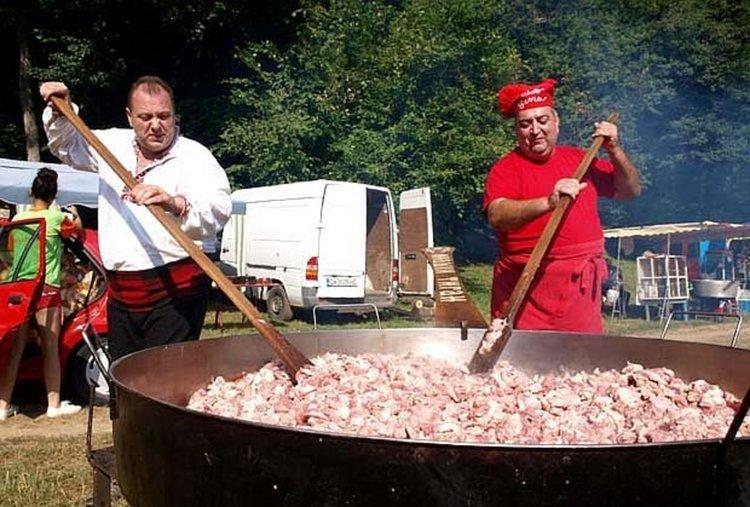 Юнашки тиган готви за стотици на Китна Тракия в събота
