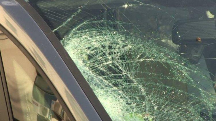 Тийнейджъри откраднаха кола и удариха друга, бягат от местопрестъплението