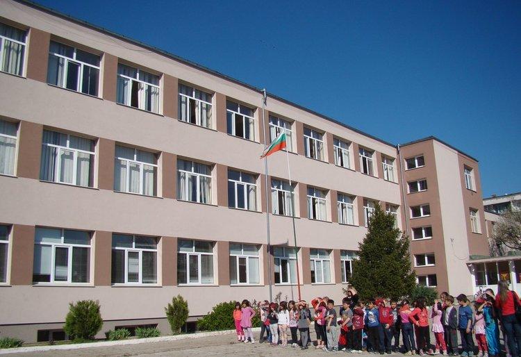 """Отпада втората смяна за учениците от 5 до 8 клас в СУ """"Л.Каравелов"""""""