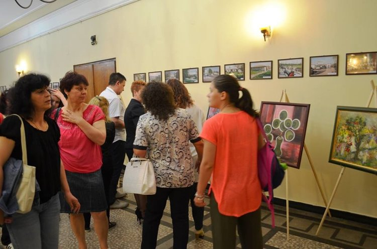 14 картини продаде д-р Момчилова за минути