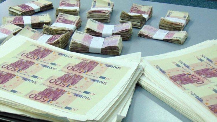 Първомайците, които потопиха фалшиви евро в язовир, се споразумяха със съда