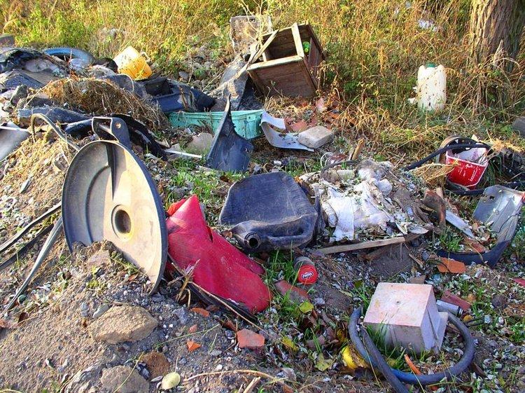 """На """"зеления"""" телефон: Кравешки фекалии в реката край Леново, нерегламентирано сметище по пътя за Катуница"""