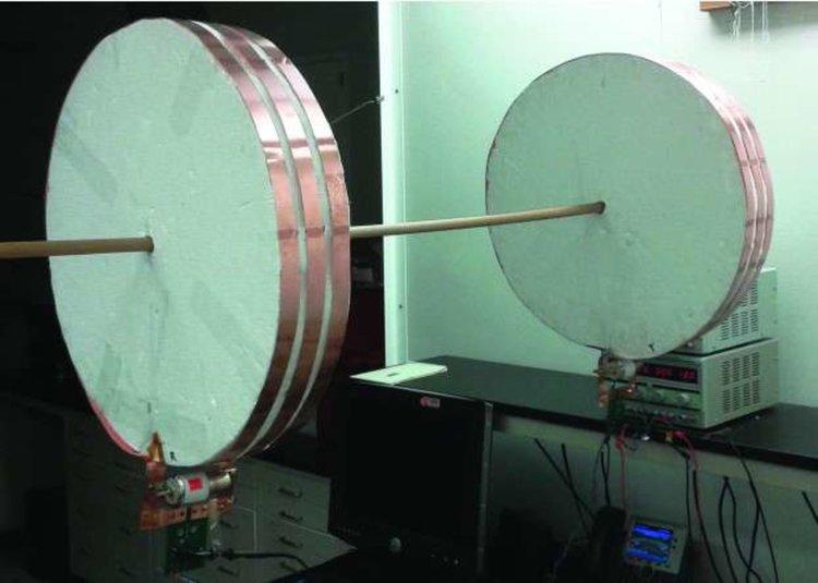 Откриха как да зареждат безжично движещ се електромобил (видео)