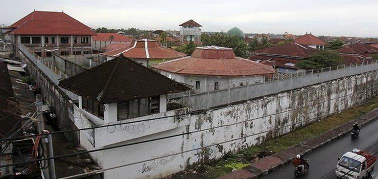 Българин в интернационално каре прокопа 12 м тунел и избяга от затвор в Бали