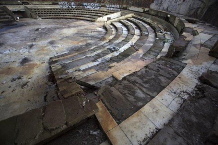 """Чинията на """"Бузлуджа"""" – проекти, филми и пълна разруха"""