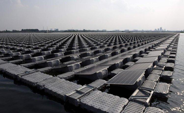 Китай строи най-голямата в света плаваща слънчева електроцентрала