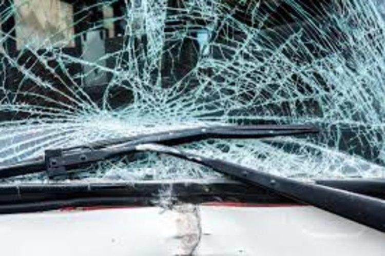 """Каскада: """"Тойота"""" се удари в скат и обърна по таван"""
