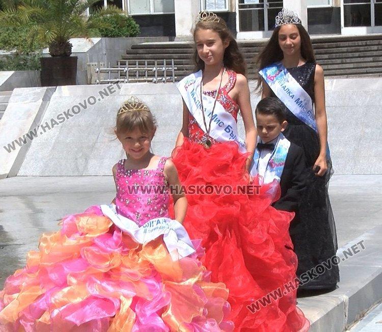 Красиви хасковски деца с корони и медали от Малка Мис и Мистър България