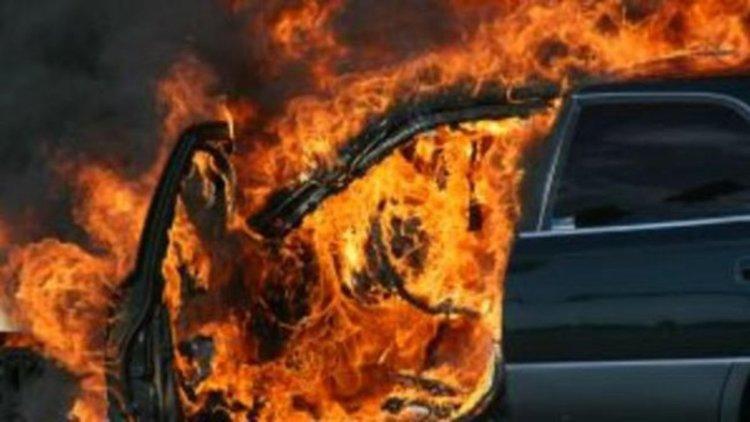 """Пожар изпепели """"Фолксваген"""", пътниците оцеляха"""