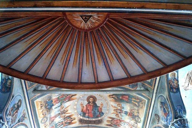 """Семейство пловдивчани поддържат храма """"Св.св. Петър и Павел"""" в Буково"""