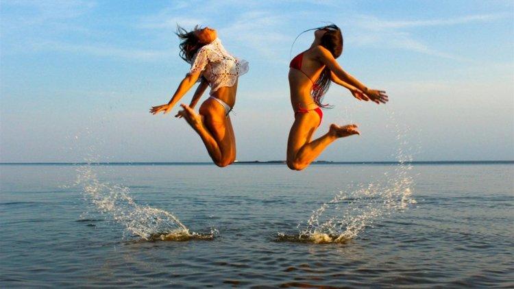 Как да скочиш право в лятото (видео)