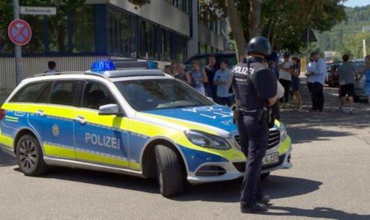 Мащабна операция в Германия! Въоръжен нахлу в училище