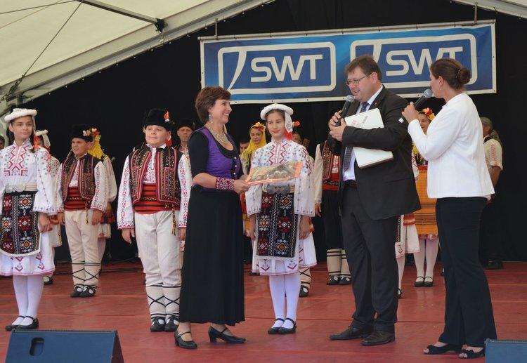 Ансамбълът е бил поздравен от кмета на Битбург.
