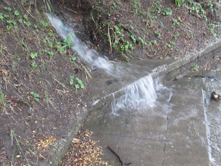Поройни дъждове и градушки се изсипаха в страната