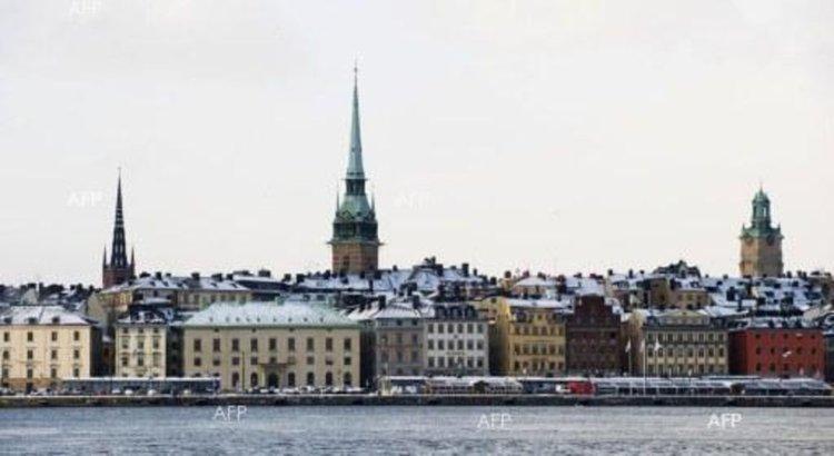 Шведският премиер Стефан Льовен обяви, че министърът на вътрешните работи Андерс Игеман и министърът на инфраструктурата Анна Йохансън ще бъдат освободени