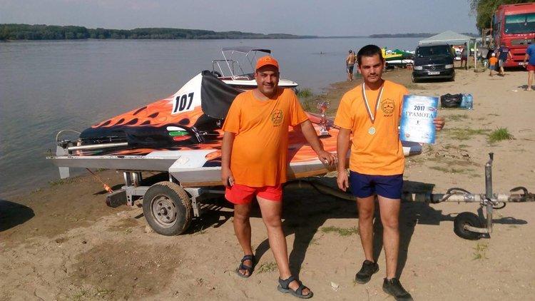 Две от трите лодки на водомоторния клуб са с призово класиране
