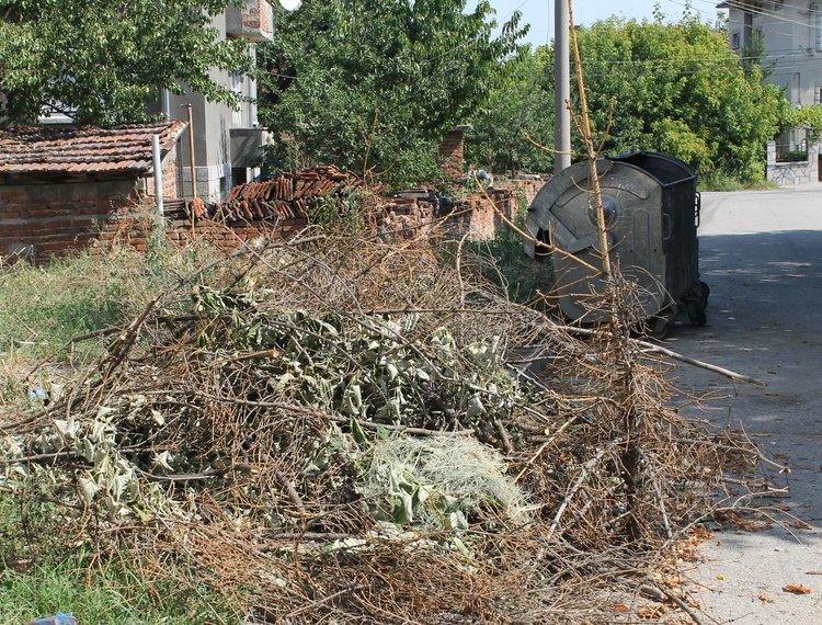 """За появата на локални сметища в кв.""""Простор"""" в Димитровград сигнализират читатели"""