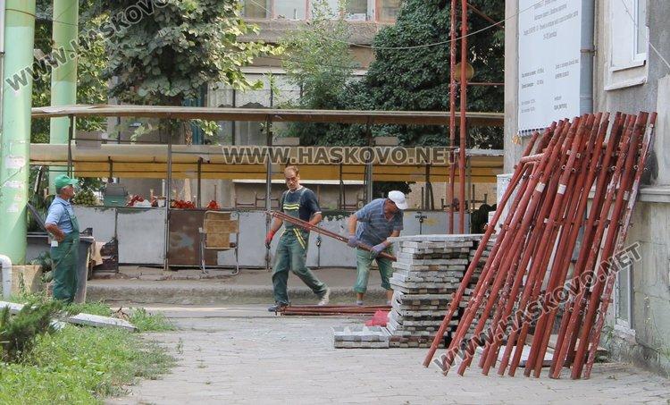 Стартира подготовка за почистване на фасадата на ПМГ в Димитровград
