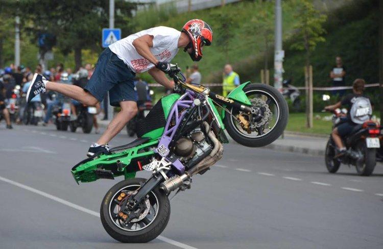 Атрактивно мото шоу вдига адреналина за празника на Димитровград