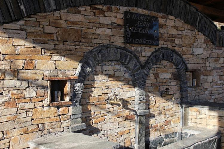 """Това е новата чешма построена от Катюша, снимка:""""Вестник на Община Доспат"""""""