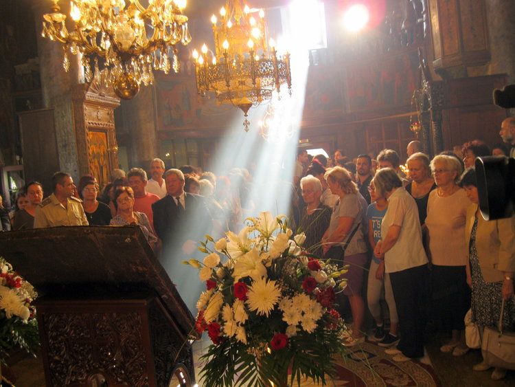 Чудотворната икона на Богородица събра стотици в Смолян, където остава до края на деня