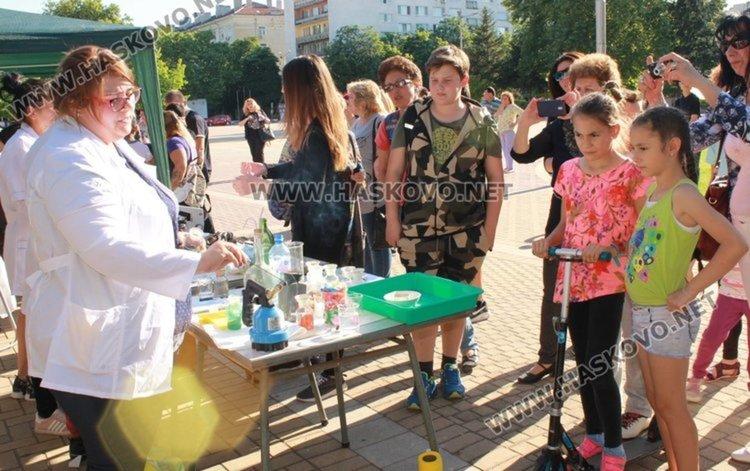 Деца правят научни експерименти в Димитровград