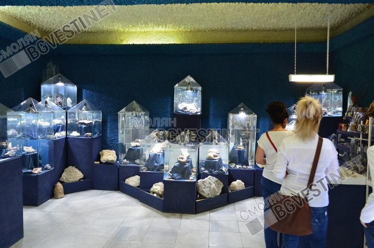 Туристите трудно намират пътя към Кристалната зала без водач, но след това не го забравят