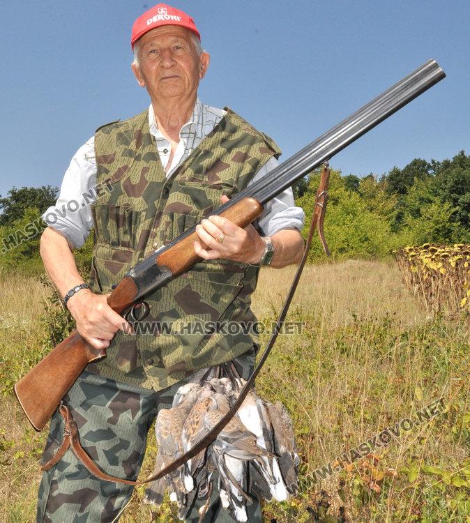 83-годишният Георги Атанасов не се дава на младоците с пушки