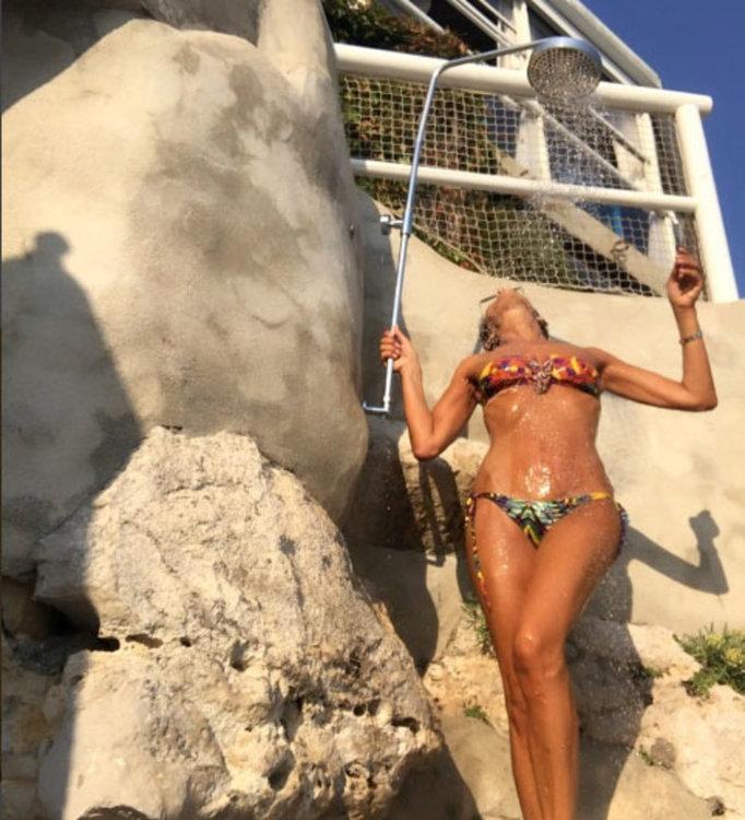 58-годишна водеща покорява Instagram с 20-годишно тяло