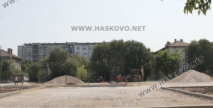 """Дворът на ОУ """"П.Славейков"""""""
