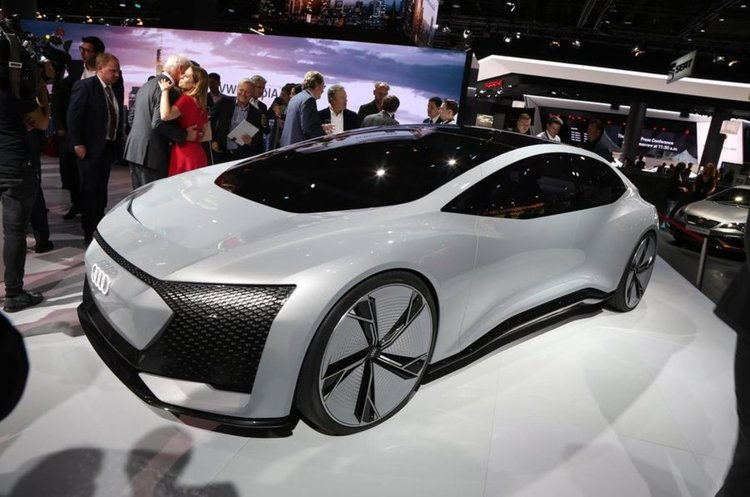 Audi показа модел без волан и педали– тест драйв (видео)