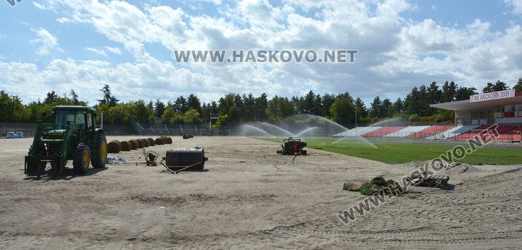 """Зачимяват стадион """"Хасково"""", ремонтът приключва до дни"""