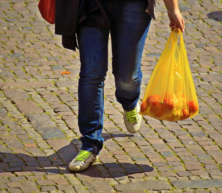 Глобяват търговци, предлагащи найлонови торбички без заплащане