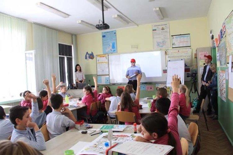 Хасковските ученици ще учат как да пестят тока с Иви и Енчо